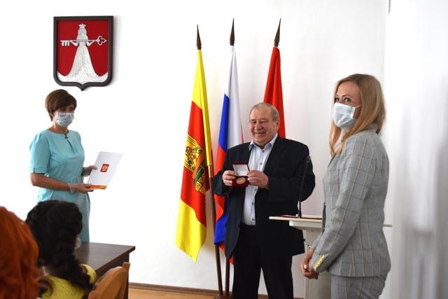 В районе Тверской области вручили награды за профессионализм