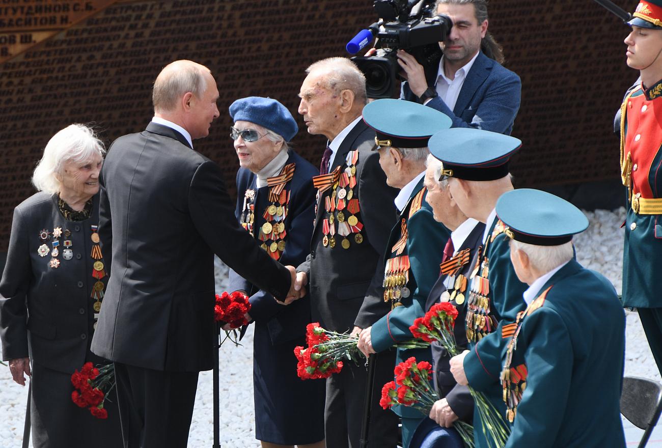 Владимир Путин открыл в Тверской области Ржевский мемориал Советскому солдату