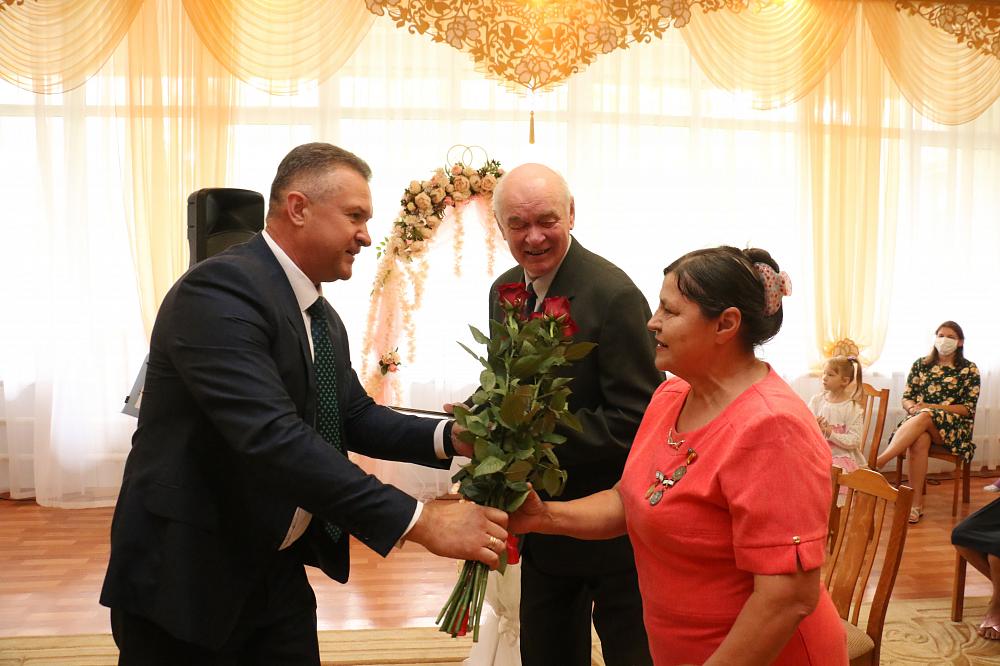 Семье Балакиревых из Торопца вручили медаль за «Любовь и верность»