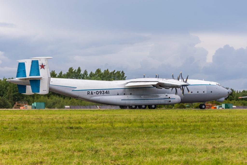 Полёты самого большого турбовинтового самолета Ан-22 «Антей» в Тверской области попали на фото