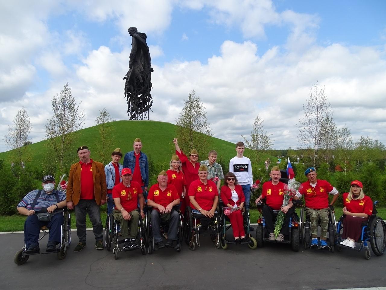Ржевский мемориал посетили участники эстафеты «Дорога памяти»