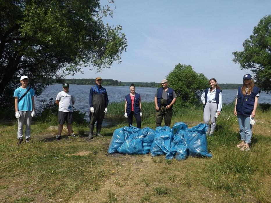 В Конаковском районе прошел субботник на прибрежной территории Иваньковского водохранилища