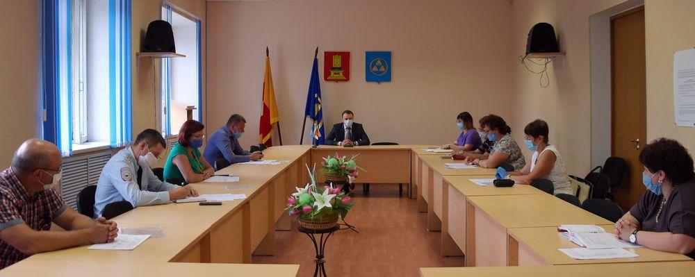В администрации Бологовского района обсуждали начало работы летних оздоровительных лагерей
