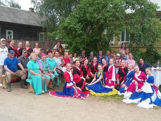 Творческий коллектив проехался с концертами по деревням Тверской области