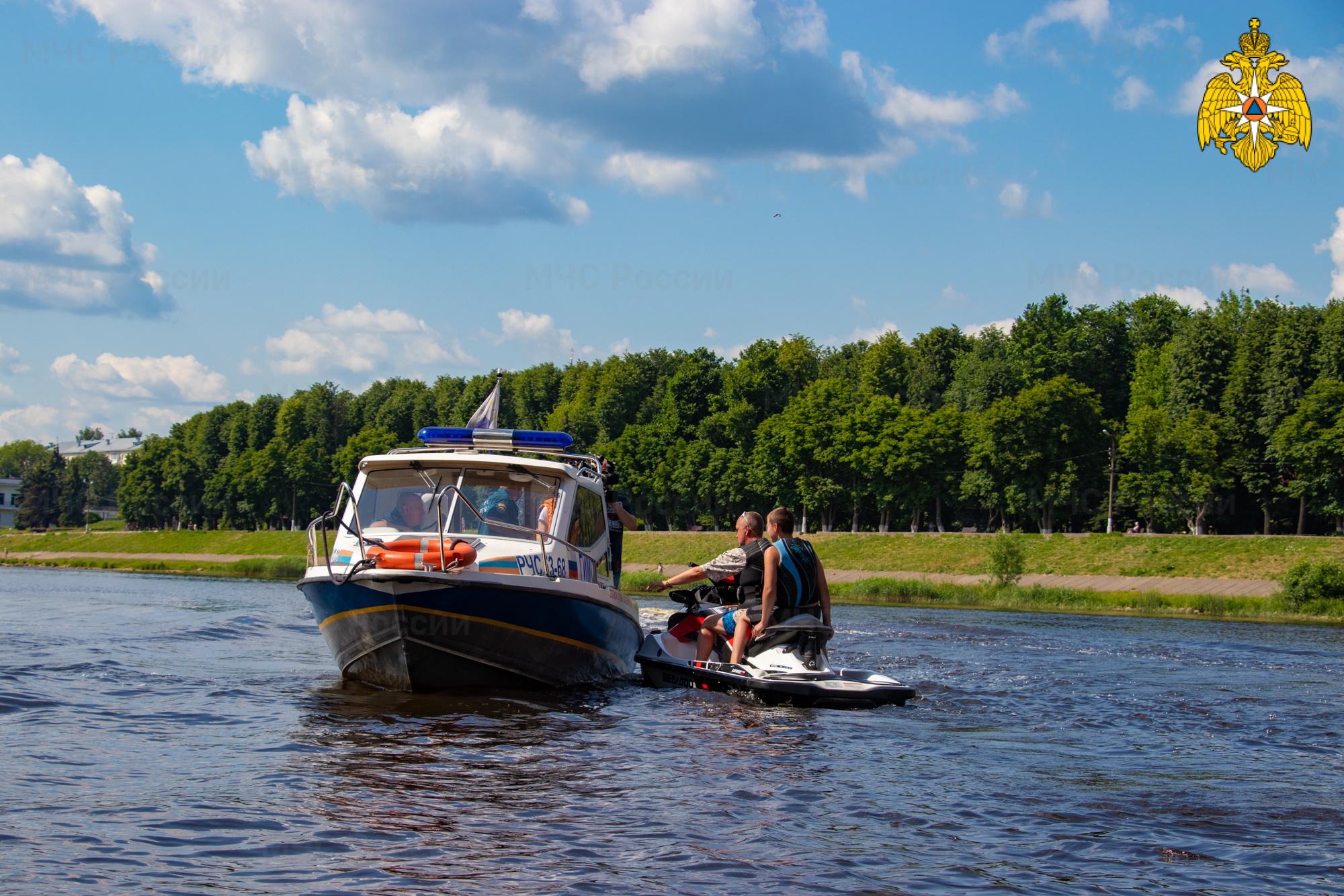 Сотрудники МЧС ежедневно патрулируют пляжи и водоемы Тверской области