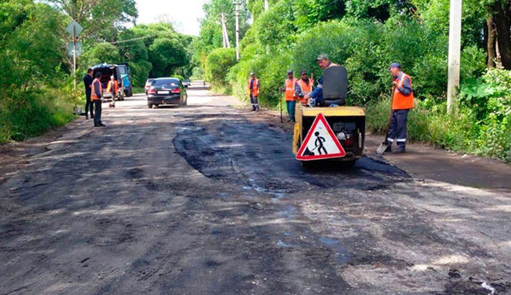 В Бологое продолжается ямочный ремонт дорог