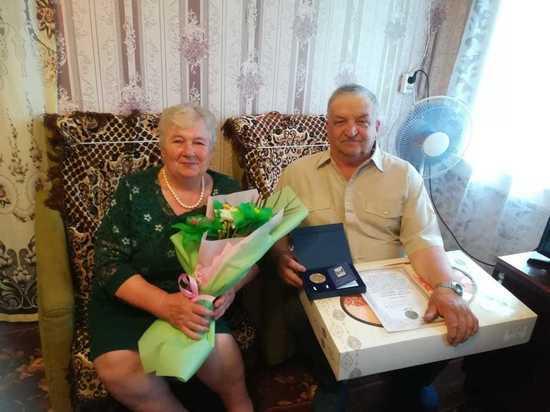 Семья из Оленинского района получила медаль «За любовь и верность»