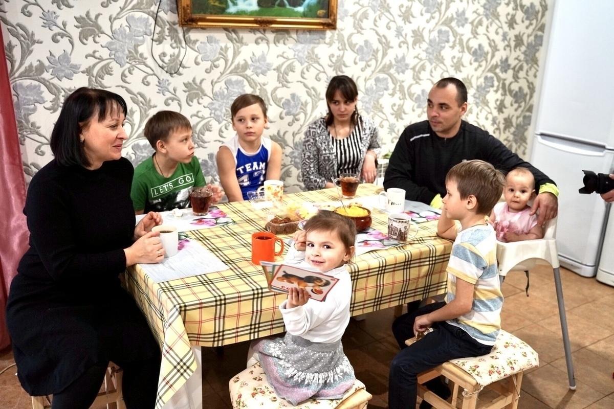Более 500 многодетных семей Тверской области получили льготу по транспортному налогу