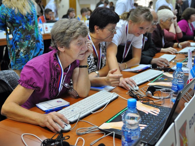 Пенсионеры сразились в компьютерном многоборье в Тверской области