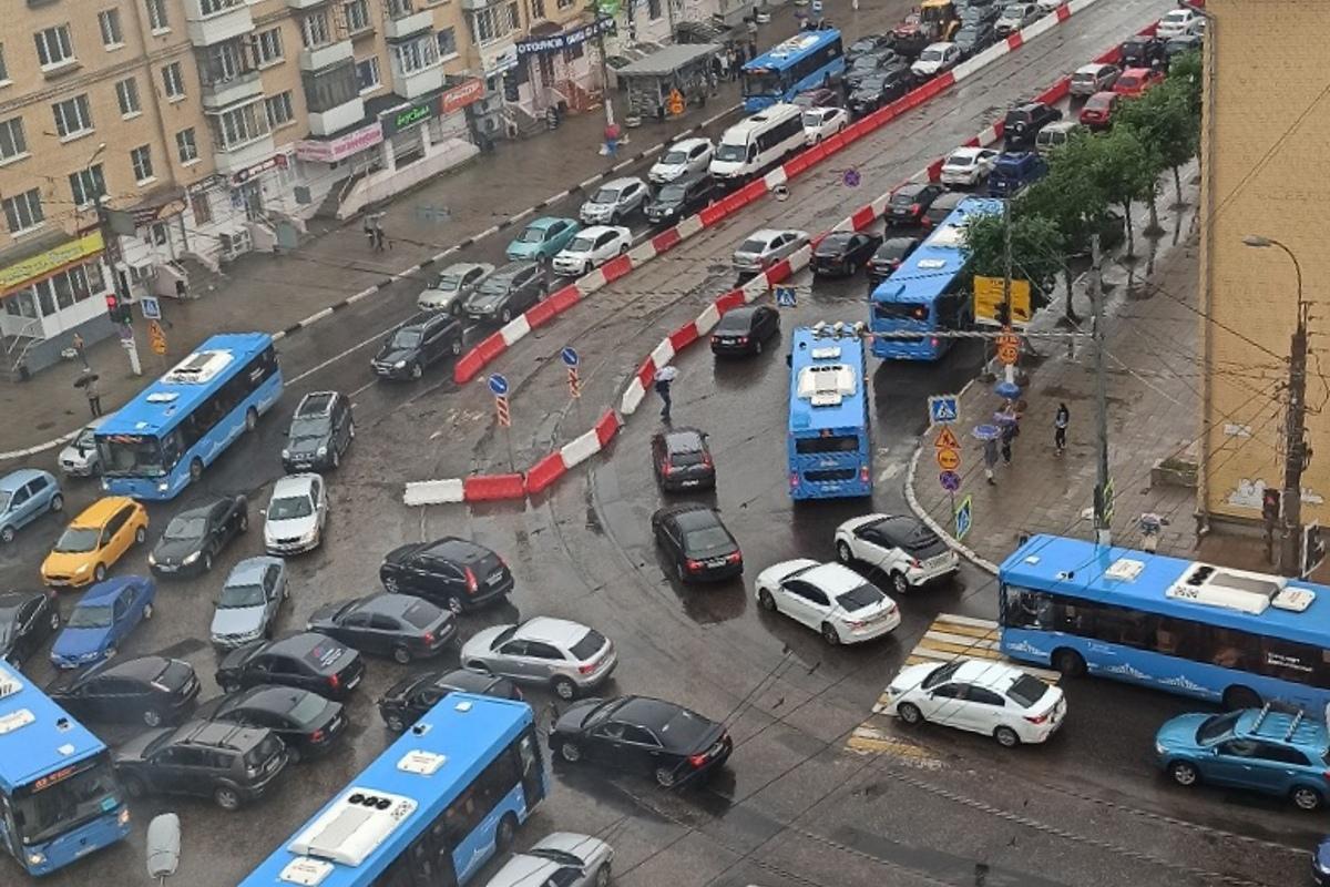 Ремонт на дороге в Твери создал транспортный коллапс