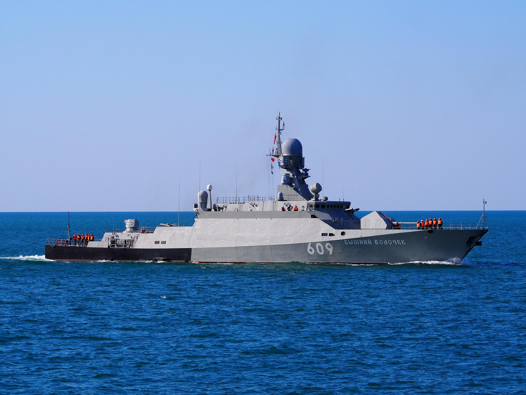 """Корабль """"Вышний Волочек"""" принял участие в праздничных мероприятиях в честь дня ВМФ"""