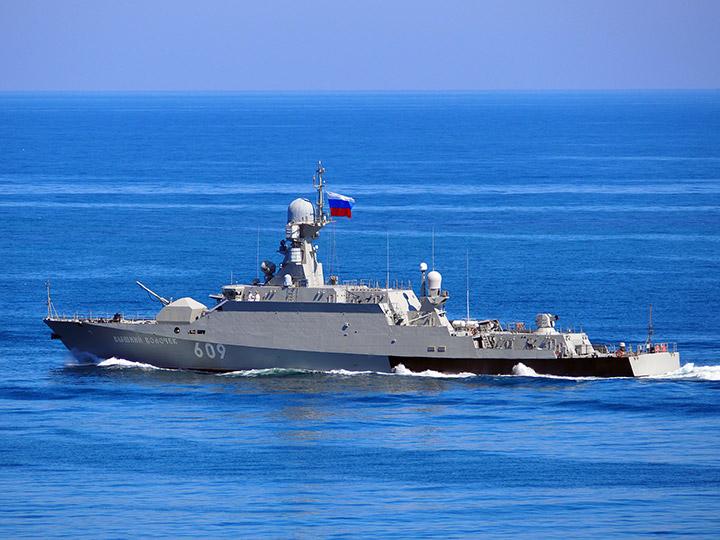 Экипаж боевого корабля поздравил жителей района в Тверской области с Днём округа