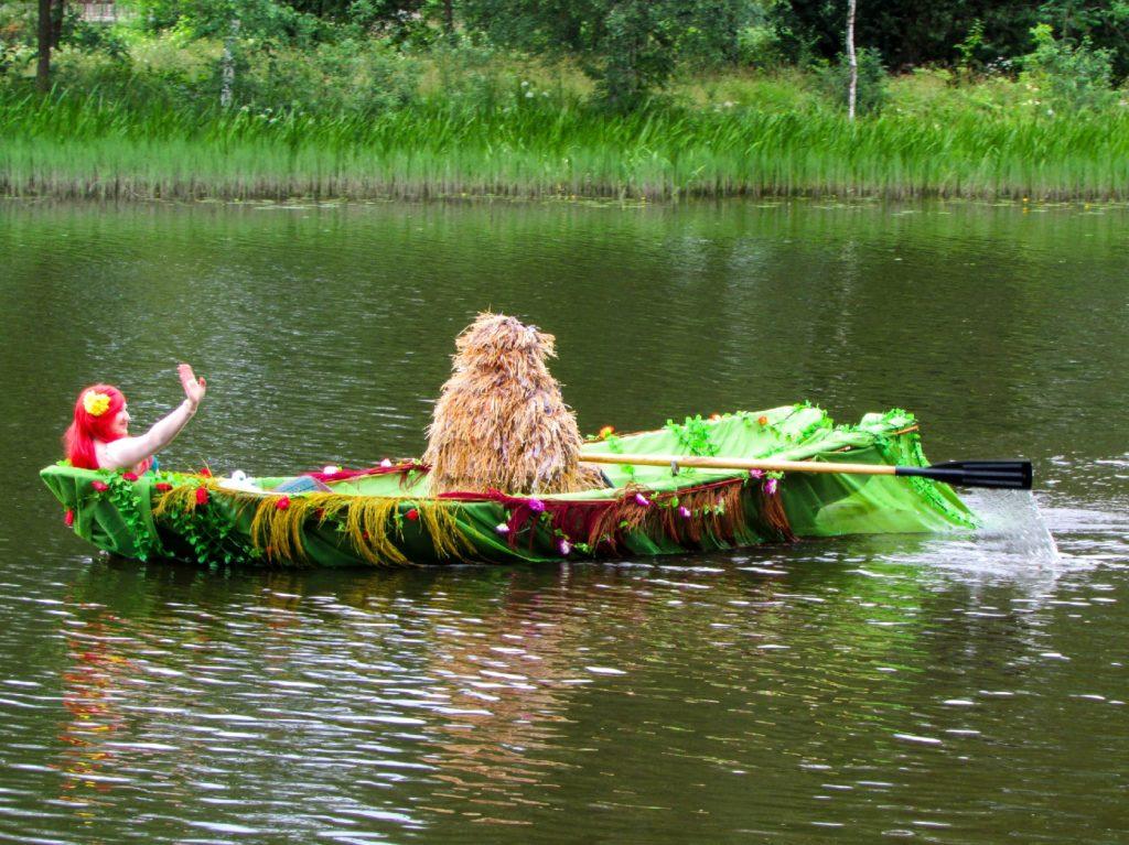 Торты и пираты: водный креатив на Дне Вышневолоцкого округа в Тверской области