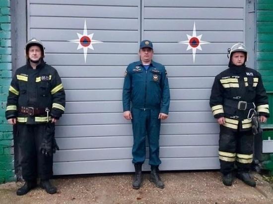 Тверские пожарные спасли женщину из горящего дома