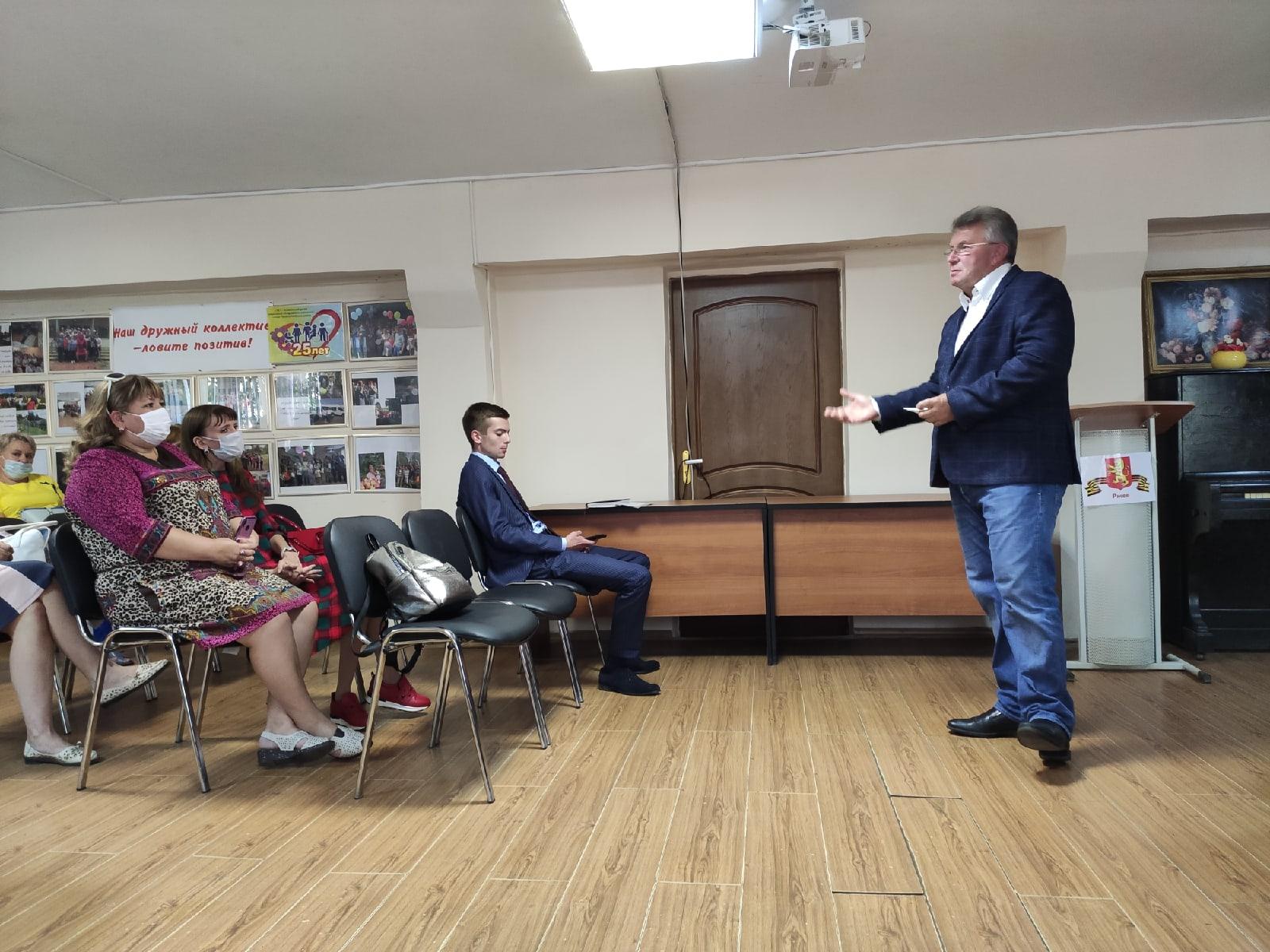 «Вы - конструкторы будущего»: Андрей Белоцерковский встретился со ржевскими педагогами