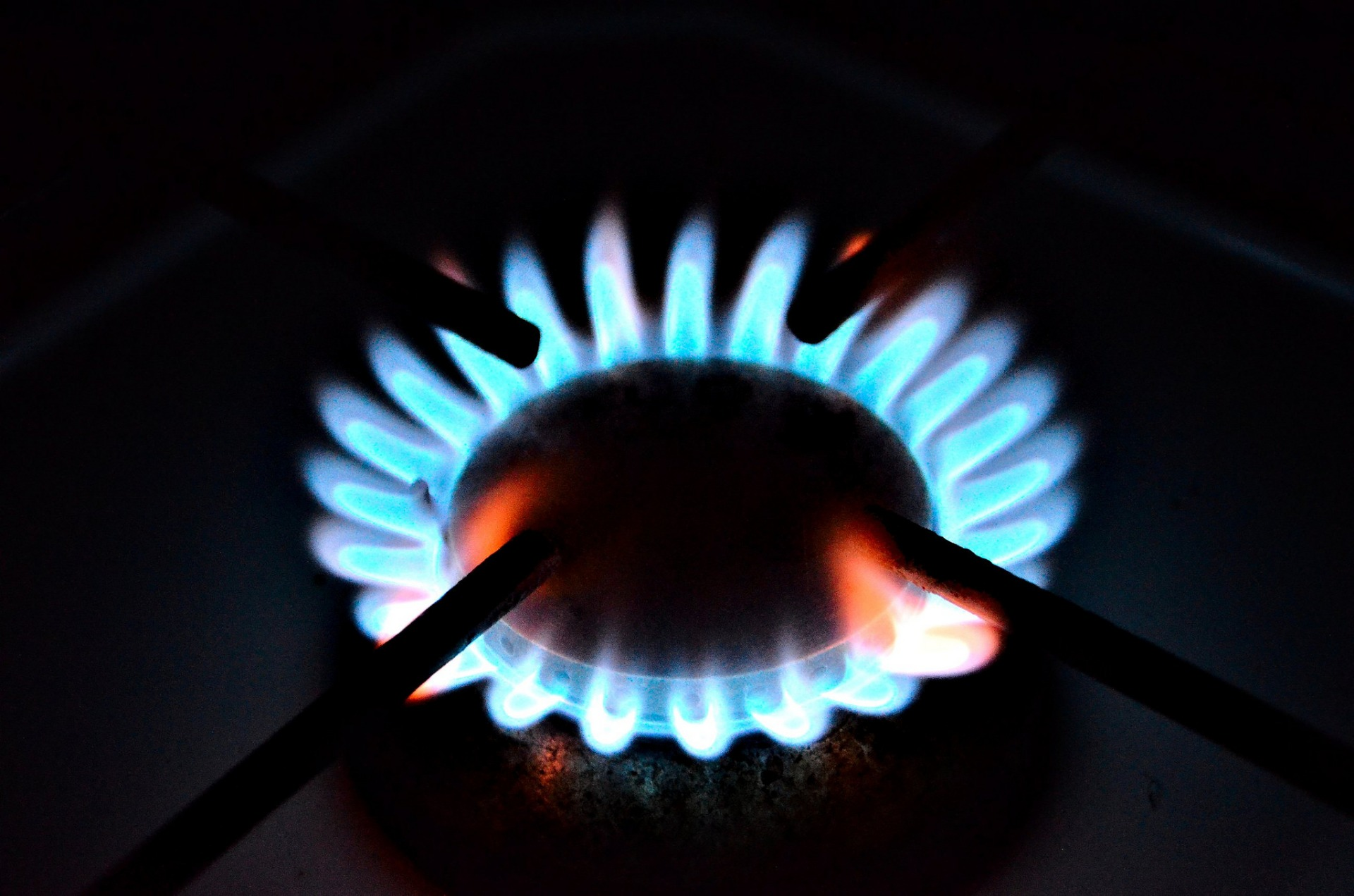 Малообеспеченным жителям Тверской области возместят затраты на подключение газа