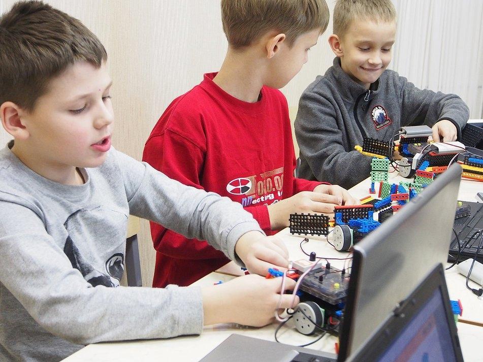 ВшколахТверской области создаются мастерские для обучениядетей с особенностями здоровья