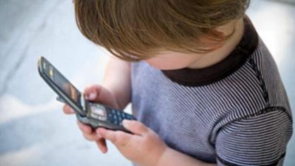 Жителям Тверской области напомнили, куда звонить, если ребенку угрожает опасность