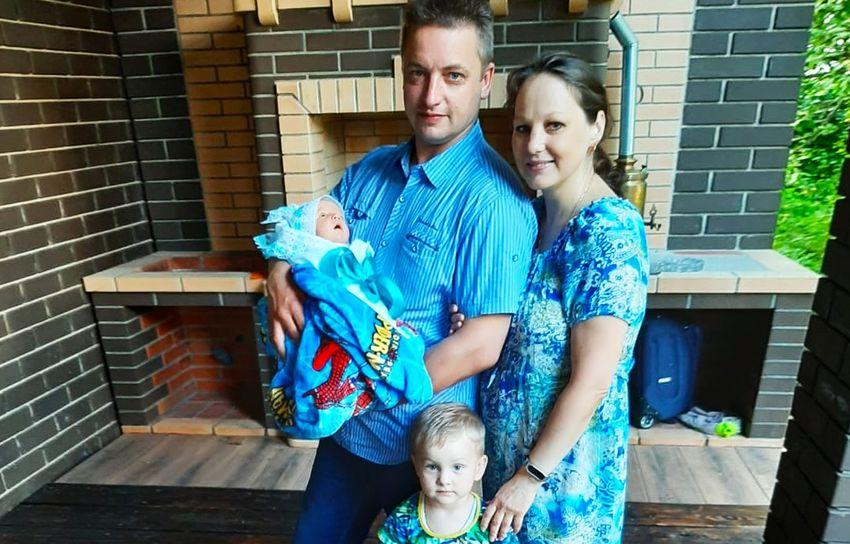 Юбилейный подарочный набор для новорожденных вручили семье из Ржева