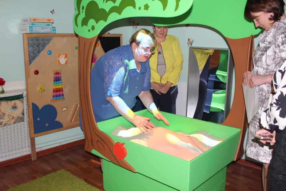 В детском саду Вышневолоцкого округа появились интерактивная песочница и сенсорный стол