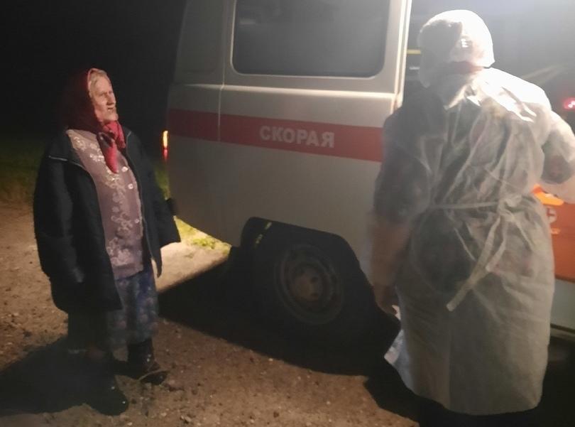 Собака помогла найти 84-летнюю бабушку в лесу Тверской области
