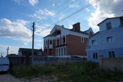 В Твери с крыши заброшки упал 11-летний мальчик