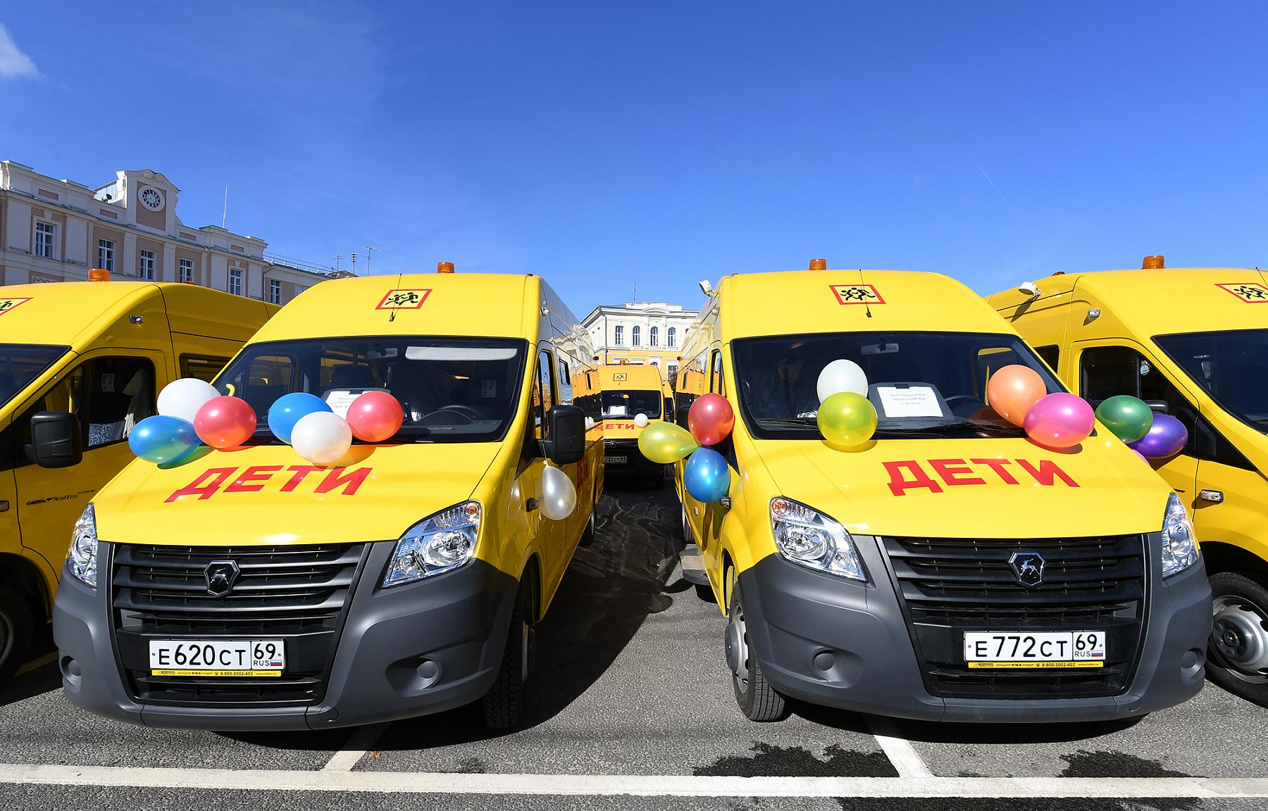 Нелидовские школы получили новый автобус для учеников