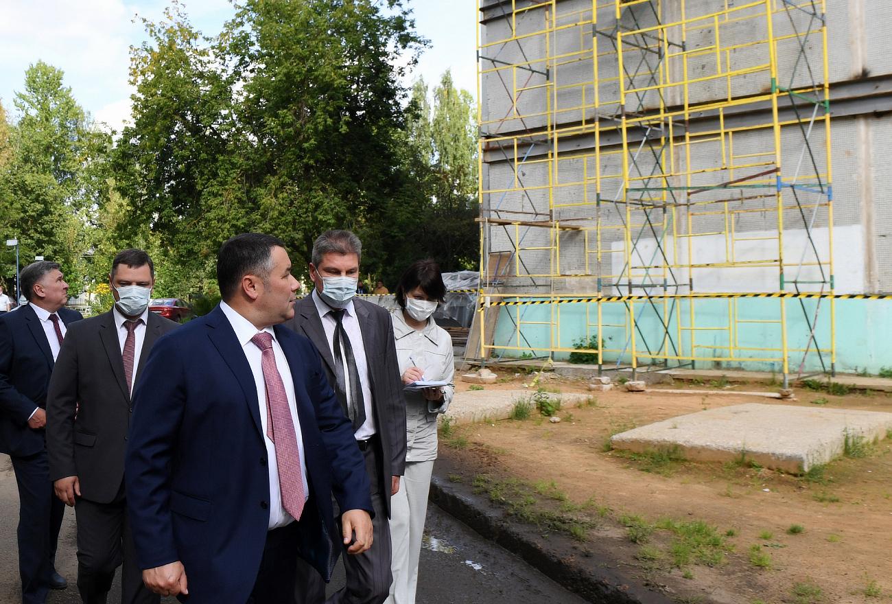 Тверской губернатор осмотрел дом, где зимой произошел хлопок газа