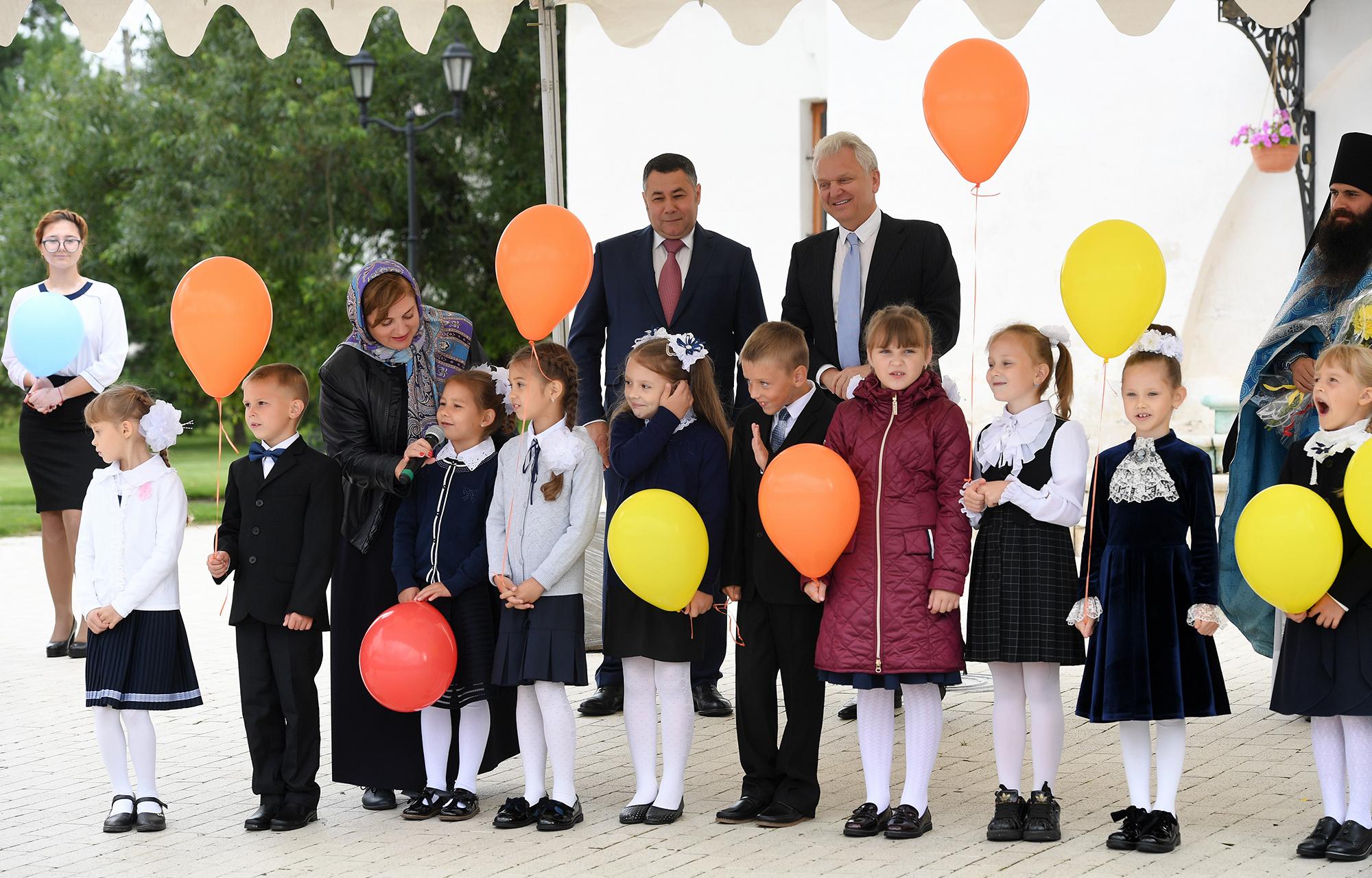 Игорь Руденя и Виктор Христенко в Старице напутствовали первоклассников перед началом нового учебного года
