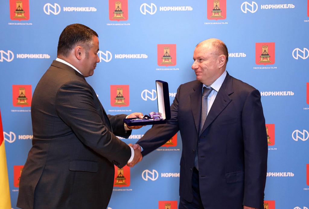 Игорь Руденя наградил Владимира Потанина почетным знаком Тверской области