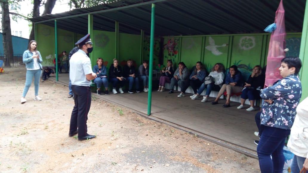 Тверские автоинспекторы приняли участие в родительских собраниях