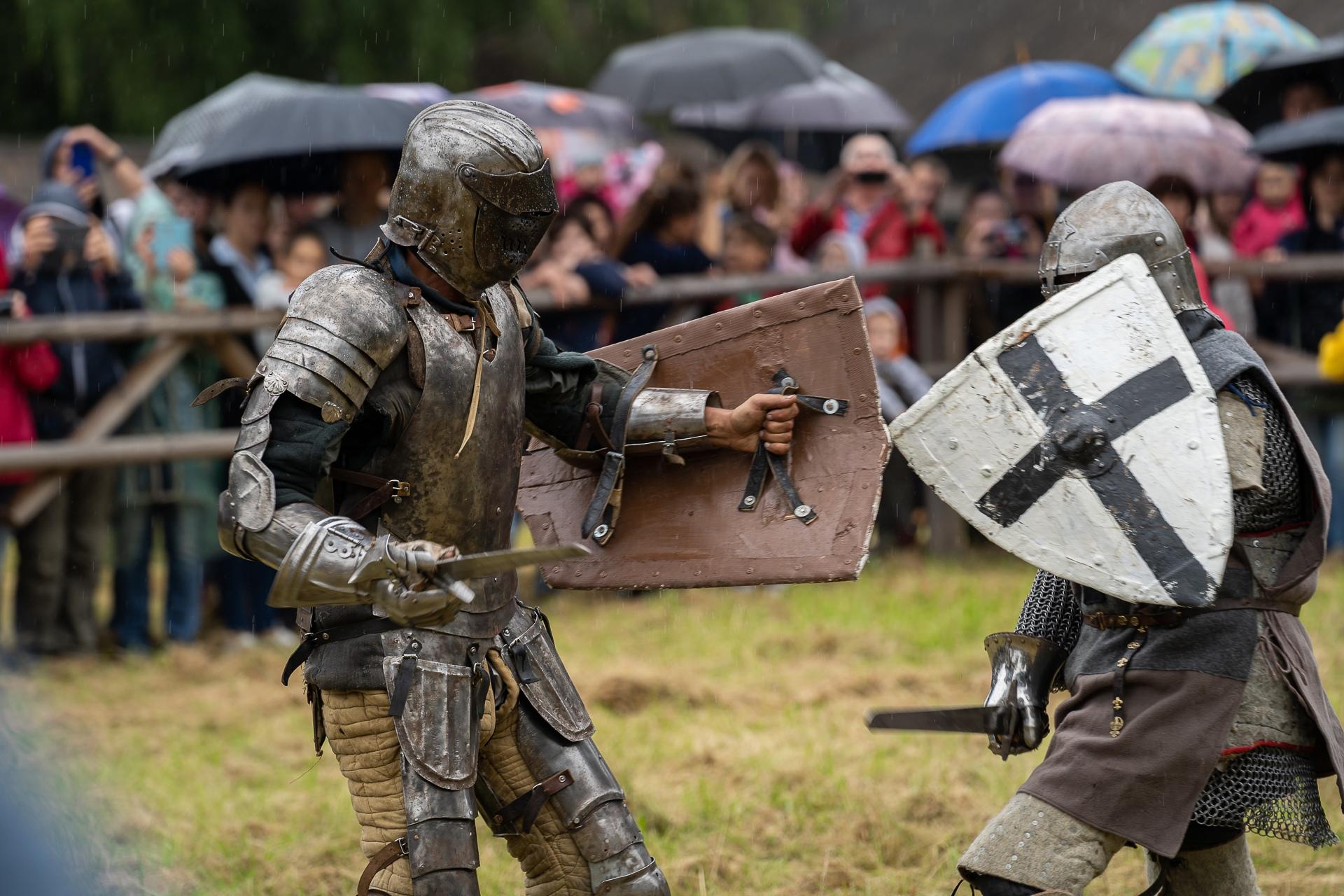 Во второй день фестиваля «Новоторжский рубеж» состоится рыцарская дуэль и мастер класс по средневековым танцам