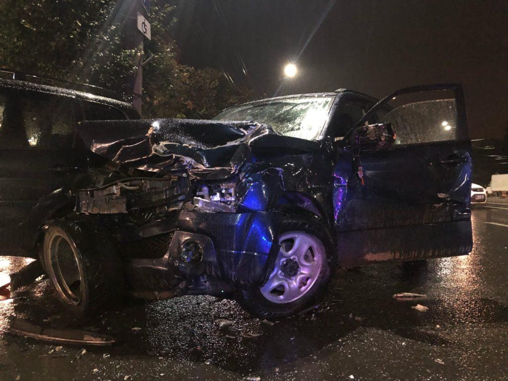 Три автомобиля сошлись в жестоком ДТП в Твери на улице Вагжанова