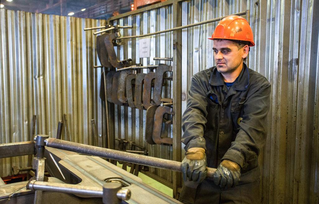 Президент России подписал указ о награждении работника Тверскоговагонзавода