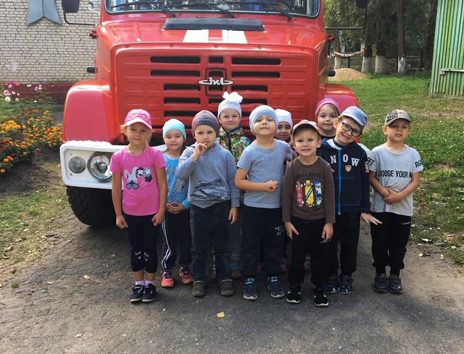 Вышневолоцкие дети побывали в гостях у пожарных