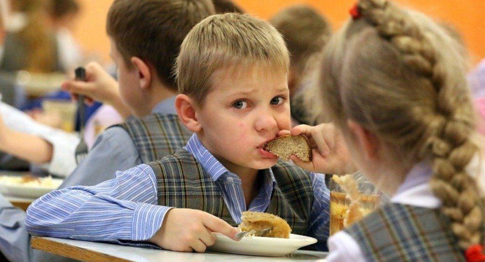 Тверских школьников будут кормить больше и лучше