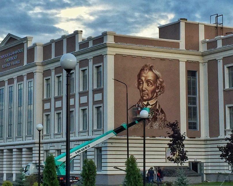 На стене тверского Суворовского училища появилось граффити с изображением великого полководца