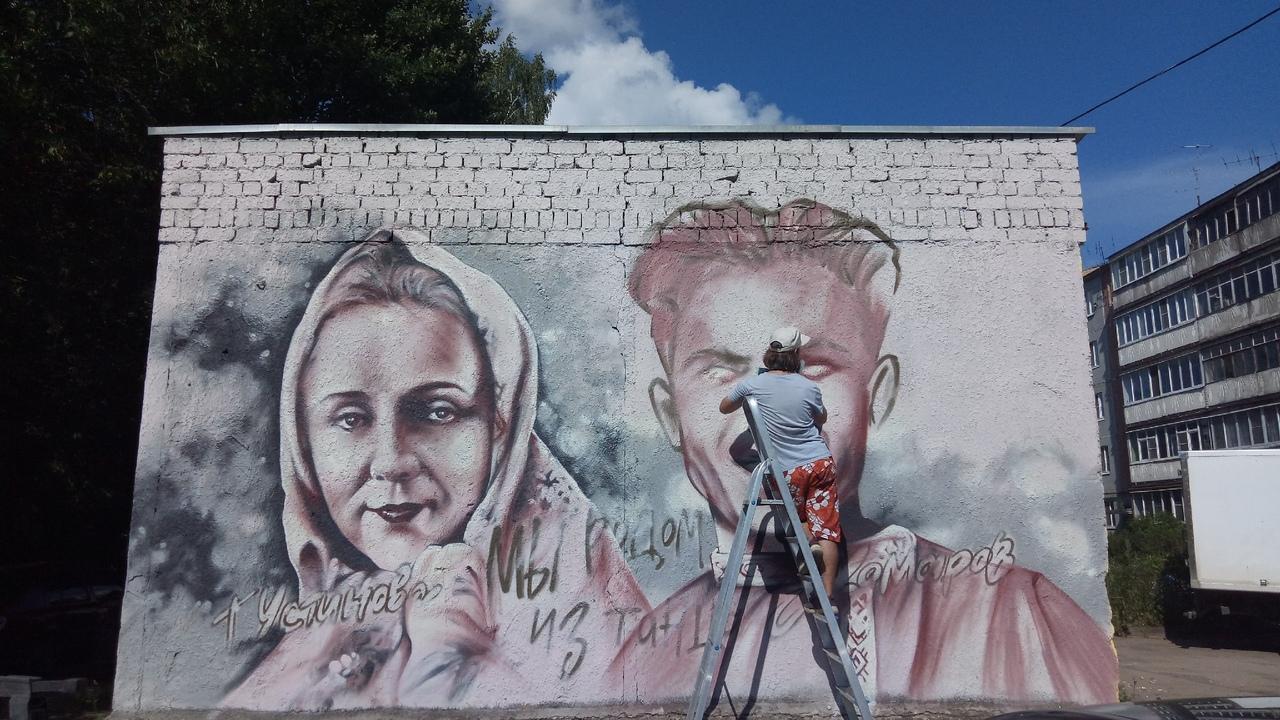 В Твери художник Виктор Лебедев создает новое граффити