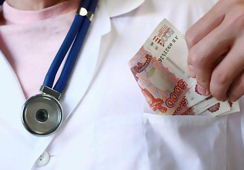 Свыше 168 миллионов рублей выделено тверским медикам на доплаты за август