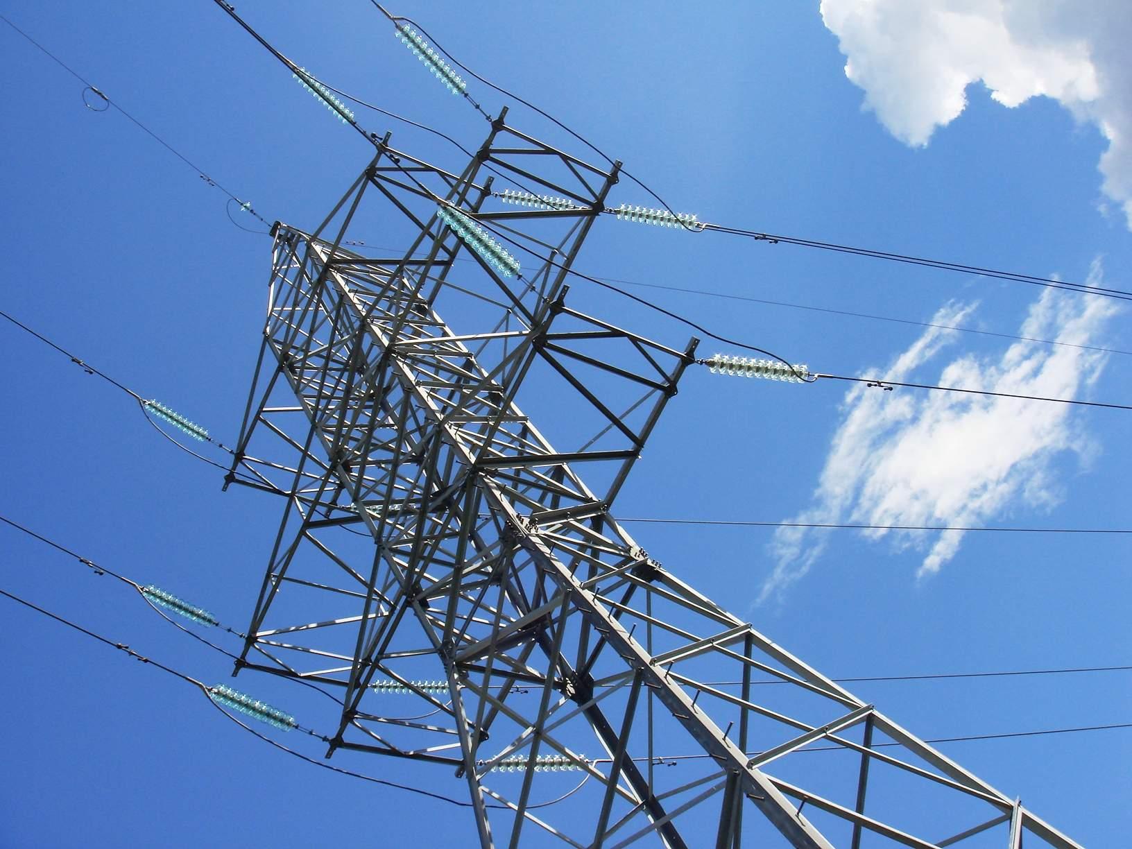 Энергетики Тверьэнерго завершили работы по замене полимерной изоляции на высоковольтных ЛЭП