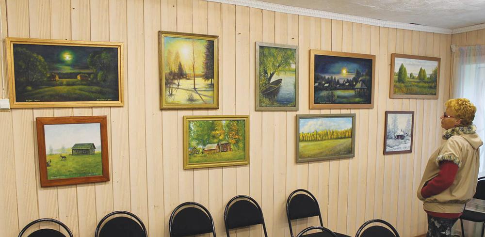 Выставка картин самобытного художника открылась в районе Тверской области