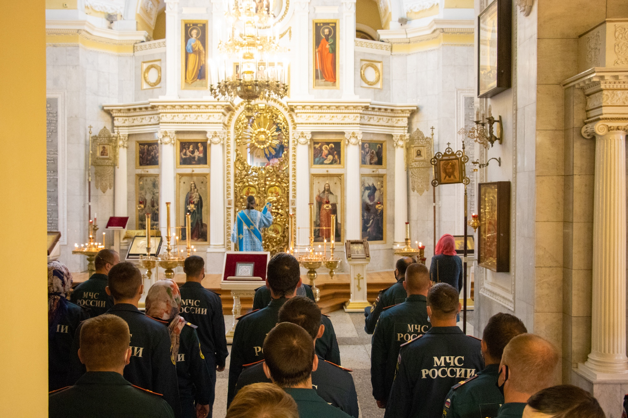 Тверские спасатели приняли участие в праздничном богослужении