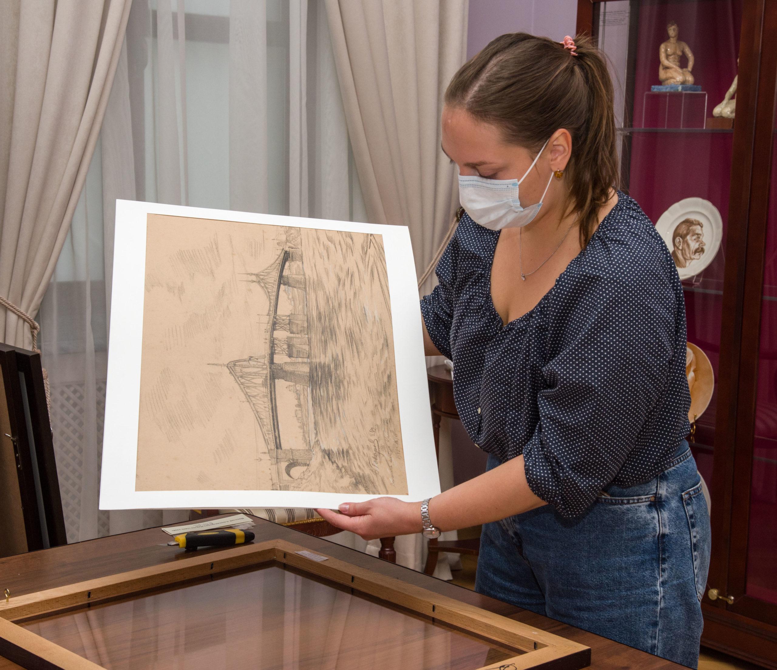 В Твери открылась выставка произведений графики о войне