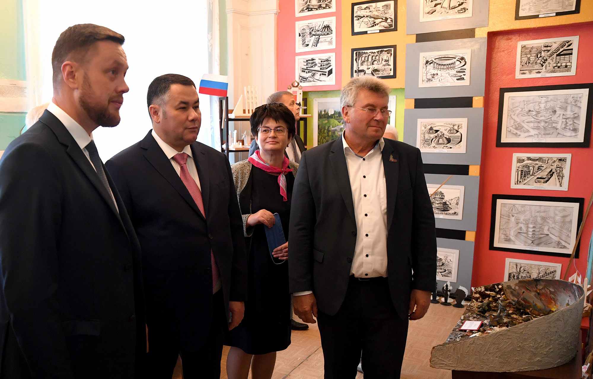 Игорь Руденя в ходе рабочей поездки в Ржев проверил соблюдение санитарных норм в школах города и района
