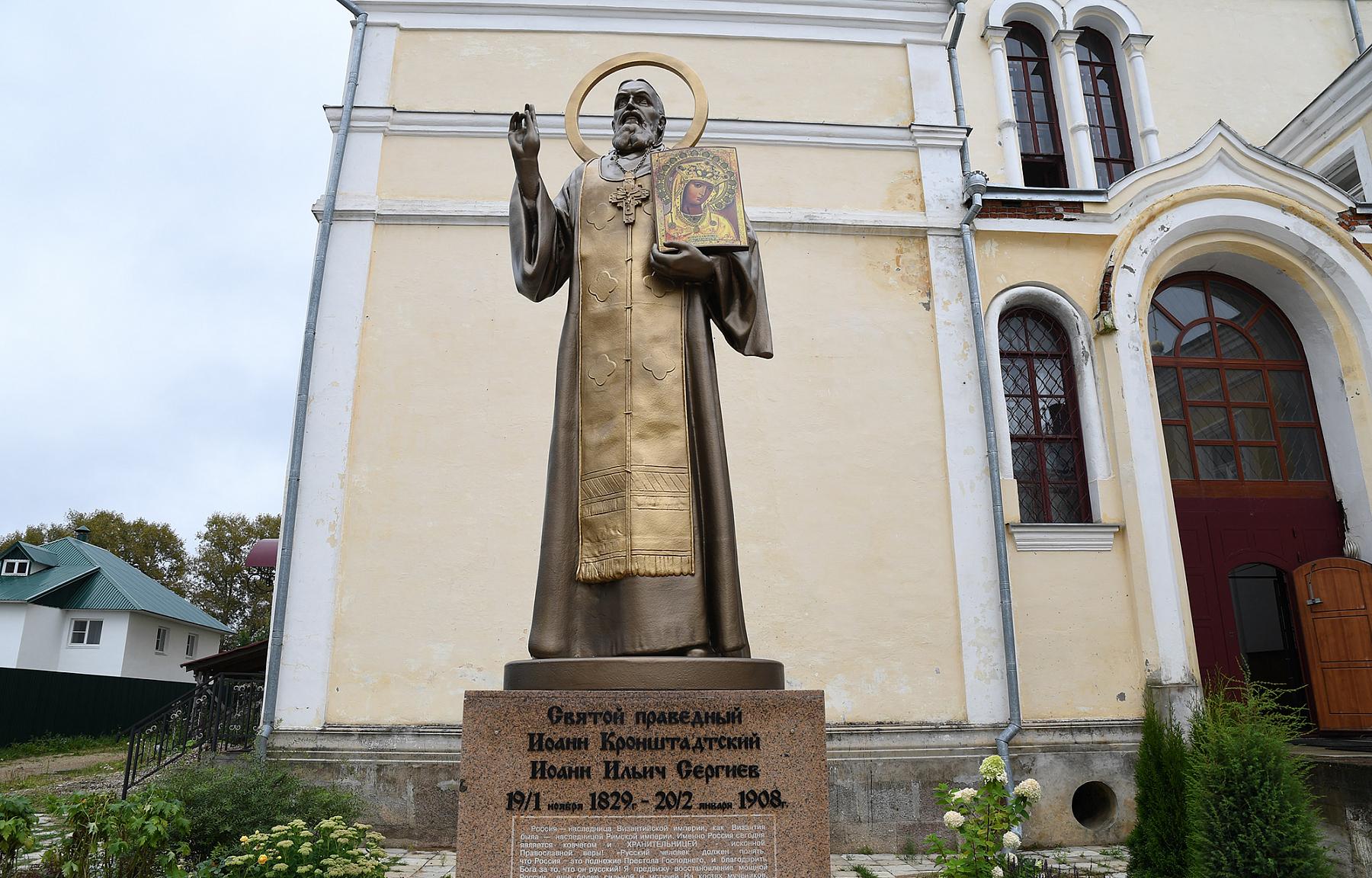 Игорь Руденя и вице-премьер Юрий Борисов посетили Казанский монастырь в Вышнем Волочке