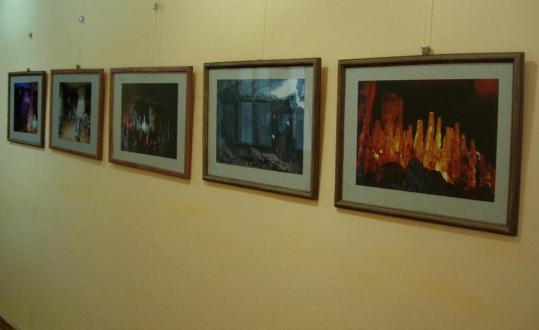 Жители Твери еще могут успеть посетить фотовыставку «Дети подземелья»