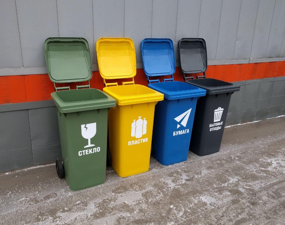 Необычный подарок: тверским школам передали контейнеры для раздельного сбора мусора