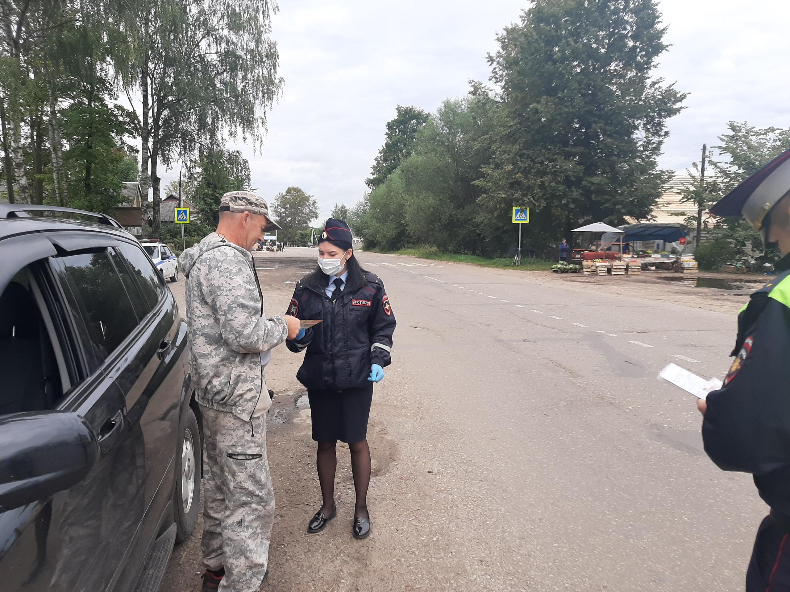 В Тверской области автоинспекторы напомнили пешеходам о правилах безопасности