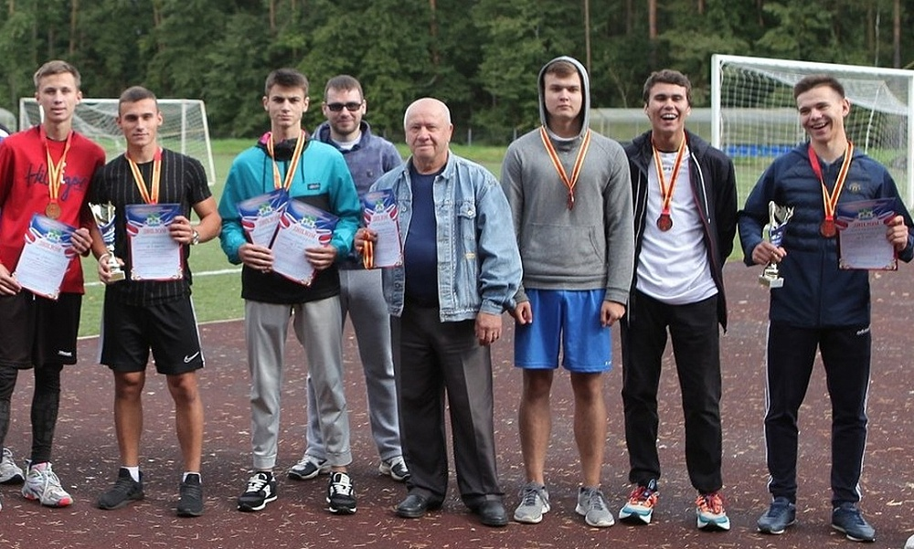Конаковским легкоатлетам вручили памятные медали «75 лет Победы»