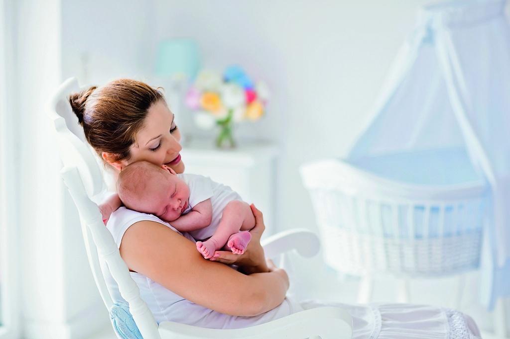 Около 9500 семей Верхневолжья получили подарок для новорожденных